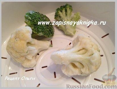 Фото приготовления рецепта: Омлет с курицей и сыром в лаваше (в микроволновке) - шаг №12