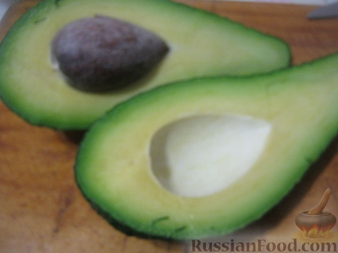 Фото приготовления рецепта: Салат-коктейль из авокадо - шаг №5
