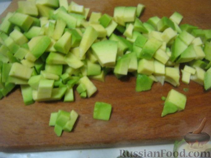 Фото приготовления рецепта: Салат-коктейль из авокадо - шаг №6