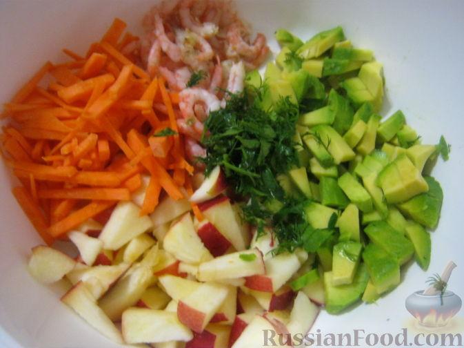 Фото приготовления рецепта: Салат-коктейль из авокадо - шаг №9