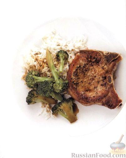 Рецепт Свиные котлеты на кости с рисом и брокколи