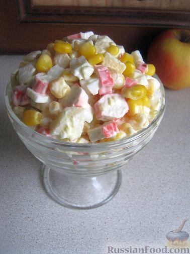 Рецепт Салат из крабовых палочек с кукурузой и яблоком
