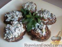 Фото к рецепту: Печеночные оладьи под сметанным соусом
