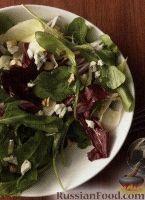 Фото к рецепту: Салат из зелени с сыром и грецкими орехами