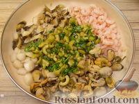 Фото приготовления рецепта: Салат ассорти из морепродуктов - шаг №13