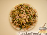 Фото приготовления рецепта: Салат ассорти из морепродуктов - шаг №14