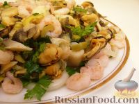 Фото приготовления рецепта: Салат ассорти из морепродуктов - шаг №15