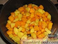 Фото приготовления рецепта: Суп-пюре из тыквы и картофеля - шаг №4