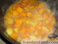Фото приготовления рецепта: Суп-пюре из тыквы и картофеля - шаг №5
