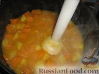 Фото приготовления рецепта: Суп-пюре из тыквы и картофеля - шаг №7