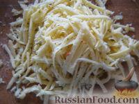 """Фото приготовления рецепта: Салат с сухариками """"Королевский"""" - шаг №4"""