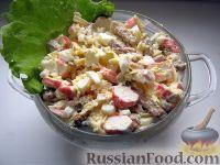 """Фото приготовления рецепта: Салат с сухариками """"Королевский"""" - шаг №7"""