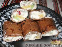 Фото к рецепту: Шоколадные блины со взбитыми сливками и фруктами
