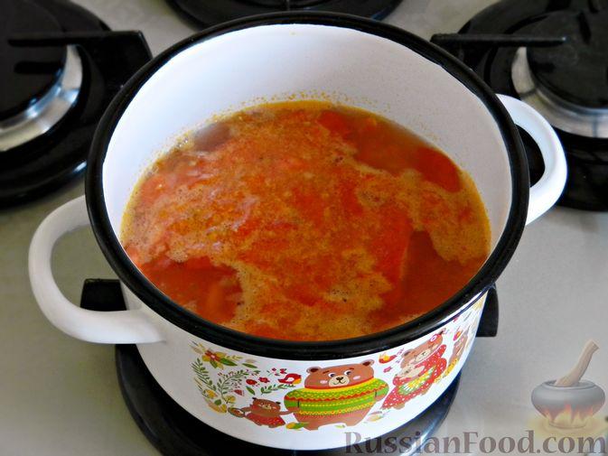 Фото приготовления рецепта: Овощной суп из пекинской капусты со свежим горошком - шаг №8