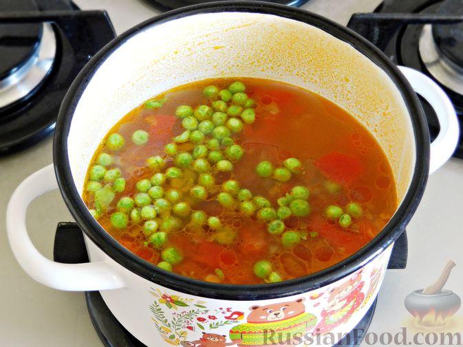 Фото приготовления рецепта: Овощной суп из пекинской капусты со свежим горошком - шаг №9