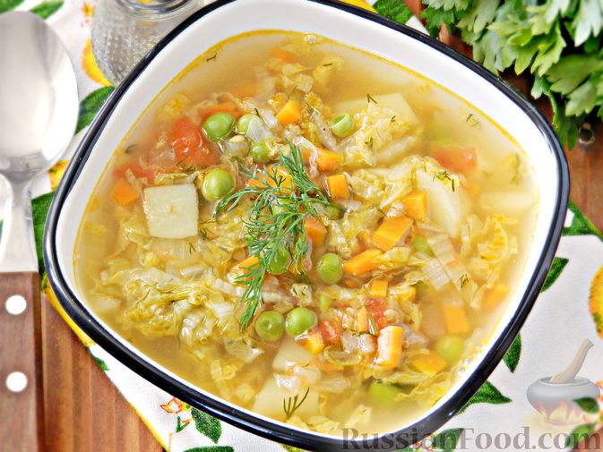 Фото приготовления рецепта: Овощной суп из пекинской капусты со свежим горошком - шаг №12