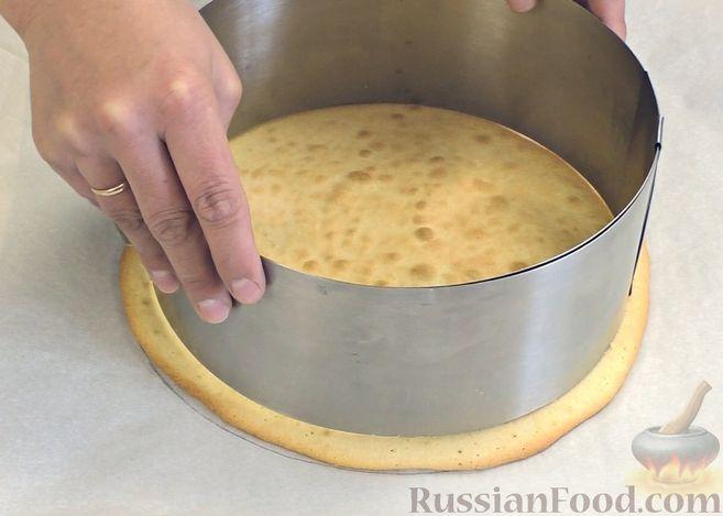 Фото приготовления рецепта: Щи из квашеной капусты с беконом, грибами и томатной пастой - шаг №4