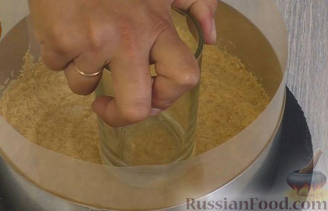Фото приготовления рецепта: Чизкейк с черешней (без выпечки) - шаг №9