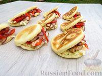 Фото к рецепту: Булочки без духовки, с начинкой из мяса и овощей
