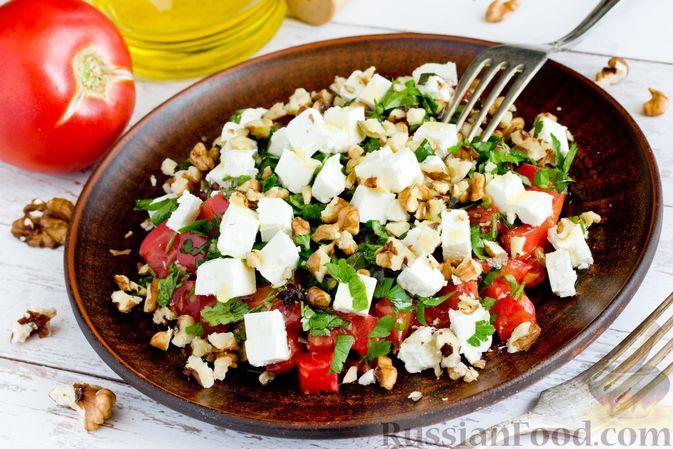Фото приготовления рецепта: Салат из жареных баклажанов, помидоров и сыра фета - шаг №16