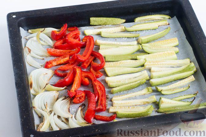 Фото приготовления рецепта: Куриные голени, запечённые с картофелем и цветной капустой (в рукаве) - шаг №3