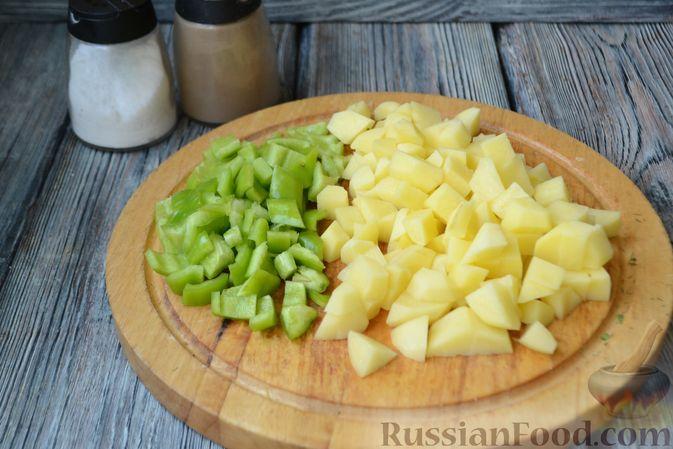 Фото приготовления рецепта: Томатный суп с фаршем - шаг №4