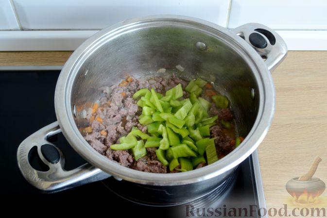 Фото приготовления рецепта: Томатный суп с фаршем - шаг №6
