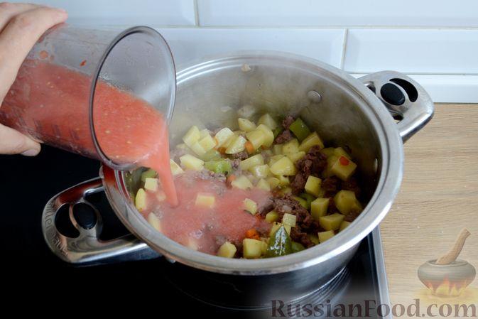 Фото приготовления рецепта: Томатный суп с фаршем - шаг №10