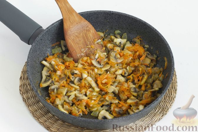 Фото приготовления рецепта: Штрудель с грибами - шаг №2