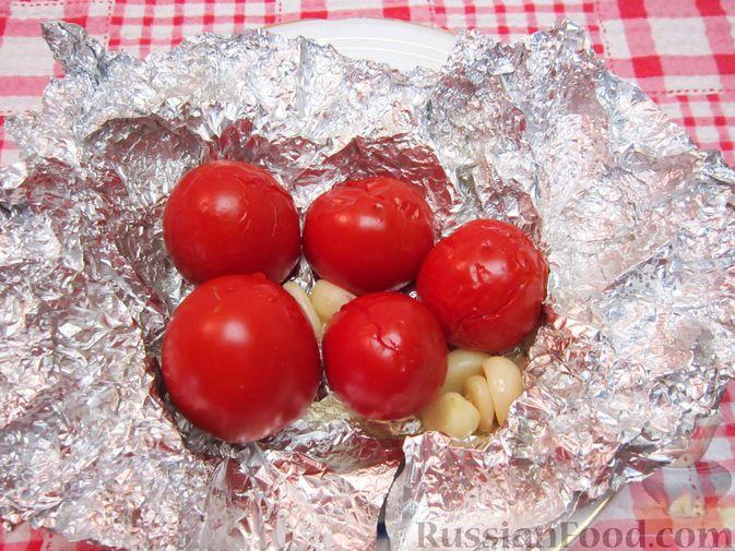 Фото приготовления рецепта: Крем-суп из баклажанов и помидоров с плавленым сыром - шаг №6