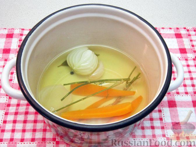 Фото приготовления рецепта: Крем-суп из баклажанов и помидоров с плавленым сыром - шаг №3