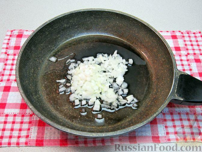 Фото приготовления рецепта: Крем-суп из баклажанов и помидоров с плавленым сыром - шаг №7