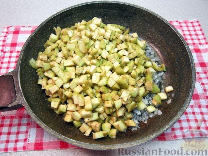 Фото приготовления рецепта: Крем-суп из баклажанов и помидоров с плавленым сыром - шаг №10