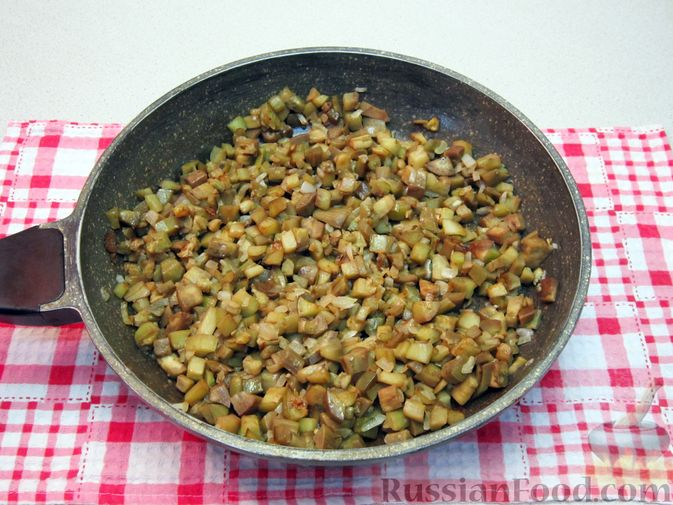 Фото приготовления рецепта: Крем-суп из баклажанов и помидоров с плавленым сыром - шаг №11