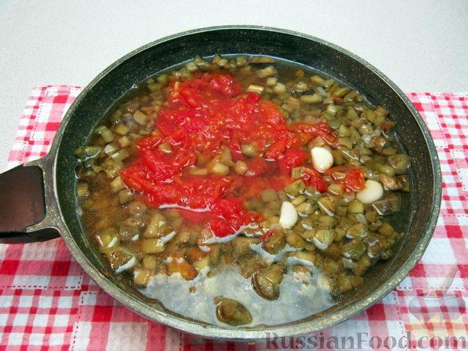 Фото приготовления рецепта: Крем-суп из баклажанов и помидоров с плавленым сыром - шаг №14