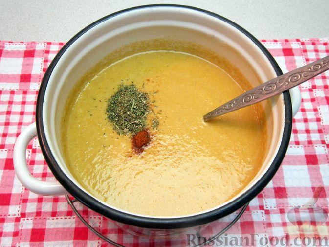 Фото приготовления рецепта: Крем-суп из баклажанов и помидоров с плавленым сыром - шаг №18