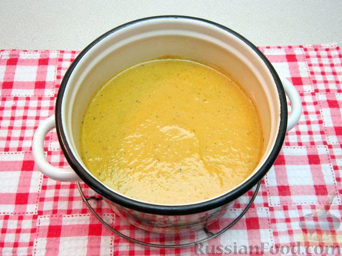 Фото приготовления рецепта: Крем-суп из баклажанов и помидоров с плавленым сыром - шаг №19