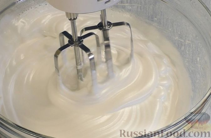 Фото приготовления рецепта: Медовый торт-мусс с малиной - шаг №2
