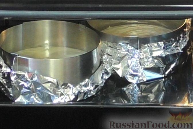 Фото приготовления рецепта: Медовый торт-мусс с малиной - шаг №7
