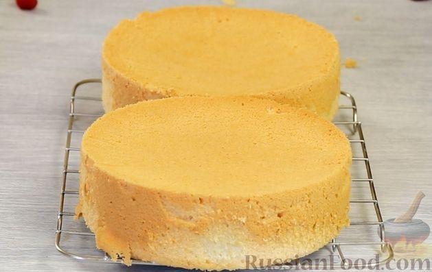 Фото приготовления рецепта: Медовый торт-мусс с малиной - шаг №9