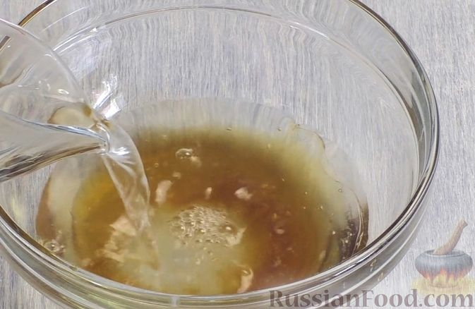 Фото приготовления рецепта: Медовый торт-мусс с малиной - шаг №19