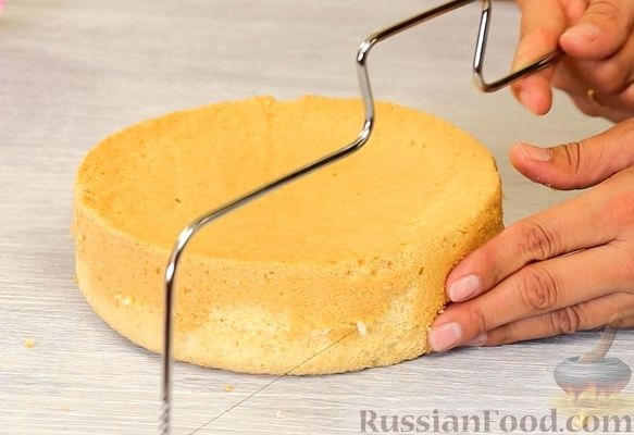 Фото приготовления рецепта: Медовый торт-мусс с малиной - шаг №22