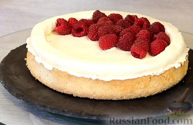Фото приготовления рецепта: Медовый торт-мусс с малиной - шаг №23