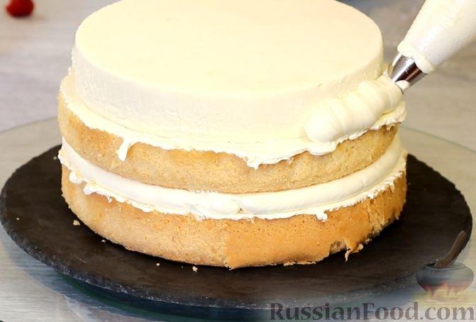 Фото приготовления рецепта: Медовый торт-мусс с малиной - шаг №25