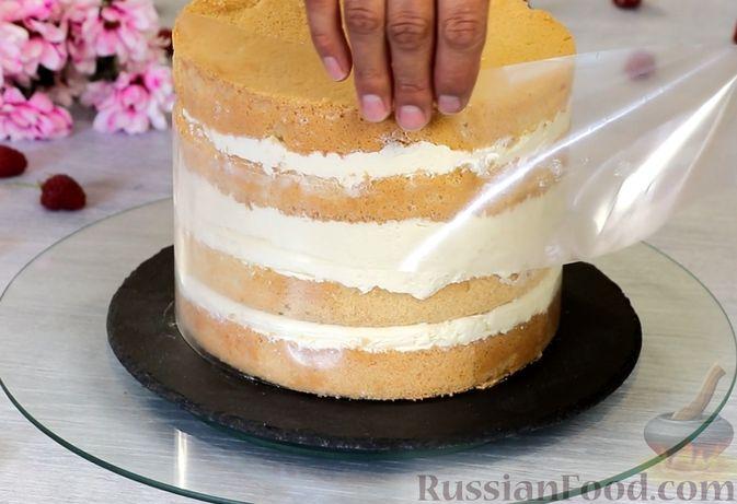 Фото приготовления рецепта: Медовый торт-мусс с малиной - шаг №28