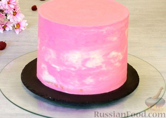 Фото приготовления рецепта: Медовый торт-мусс с малиной - шаг №32