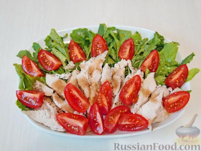 Фото приготовления рецепта: Булочки с вишнёвым вареньем, изюмом и орехами - шаг №5