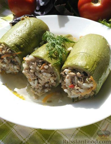 Фото приготовления рецепта: Слоёный салат с говядиной, картофелем, морковью и кукурузой - шаг №13