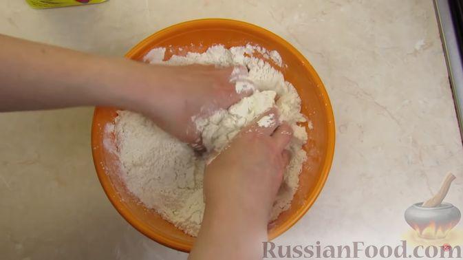 Фото приготовления рецепта: Булочки с клубникой - шаг №2