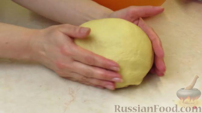 Фото приготовления рецепта: Булочки с клубникой - шаг №6